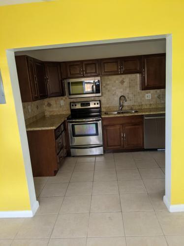 5500 NE 3rd Ave, Fort Lauderdale, FL - $2,200 USD/ month