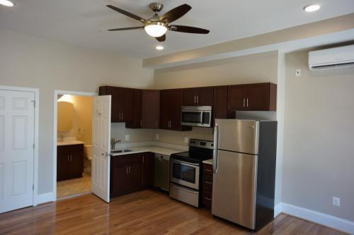 511 Park Ave #3B, Baltimore, MD - $999 USD/ month
