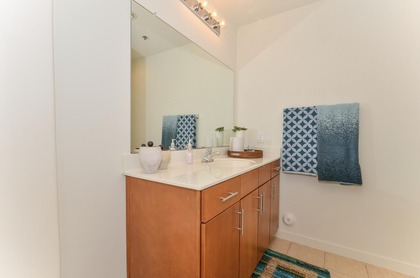 525 E 15th Street #FP - One Bed, Charlotte, NC - 1,075 USD/ month