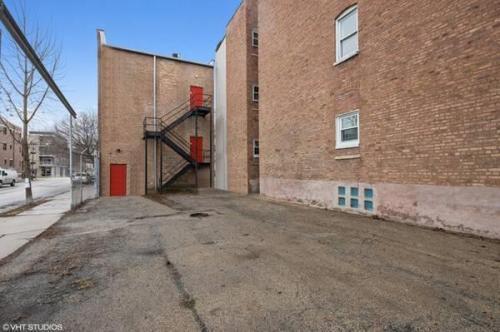 648 N Damen Ave #3, Chicago, IL - $2,150 USD/ month