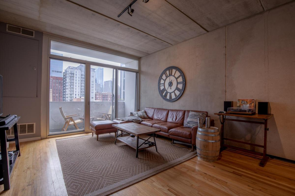 630 N Franklin St #1003, Chicago, IL - $2,995 USD/ month