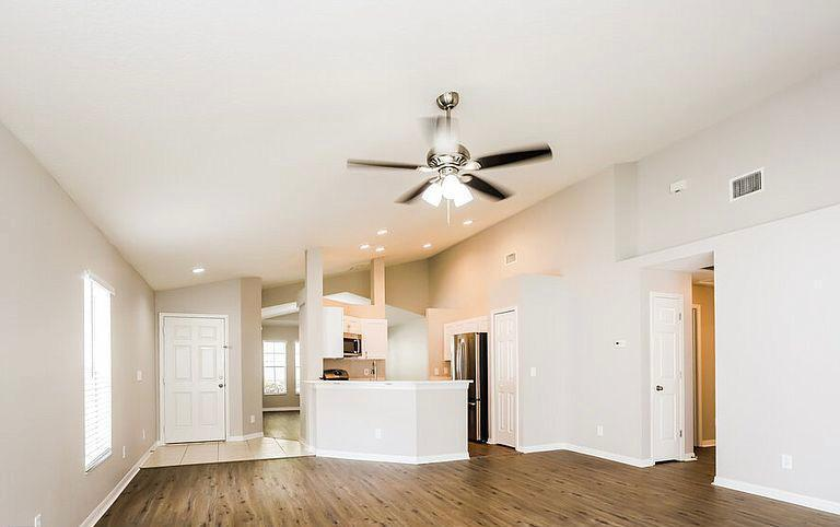 13034 Terrace Springs Dr, Tampa, FL - $1,200 USD/ month