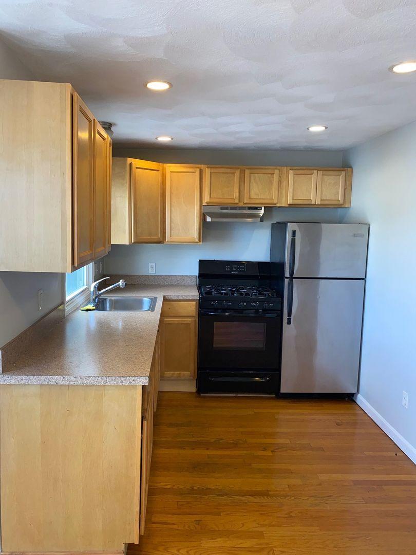 133 Paris Street #2, Boston, MA - 2,400 USD/ month