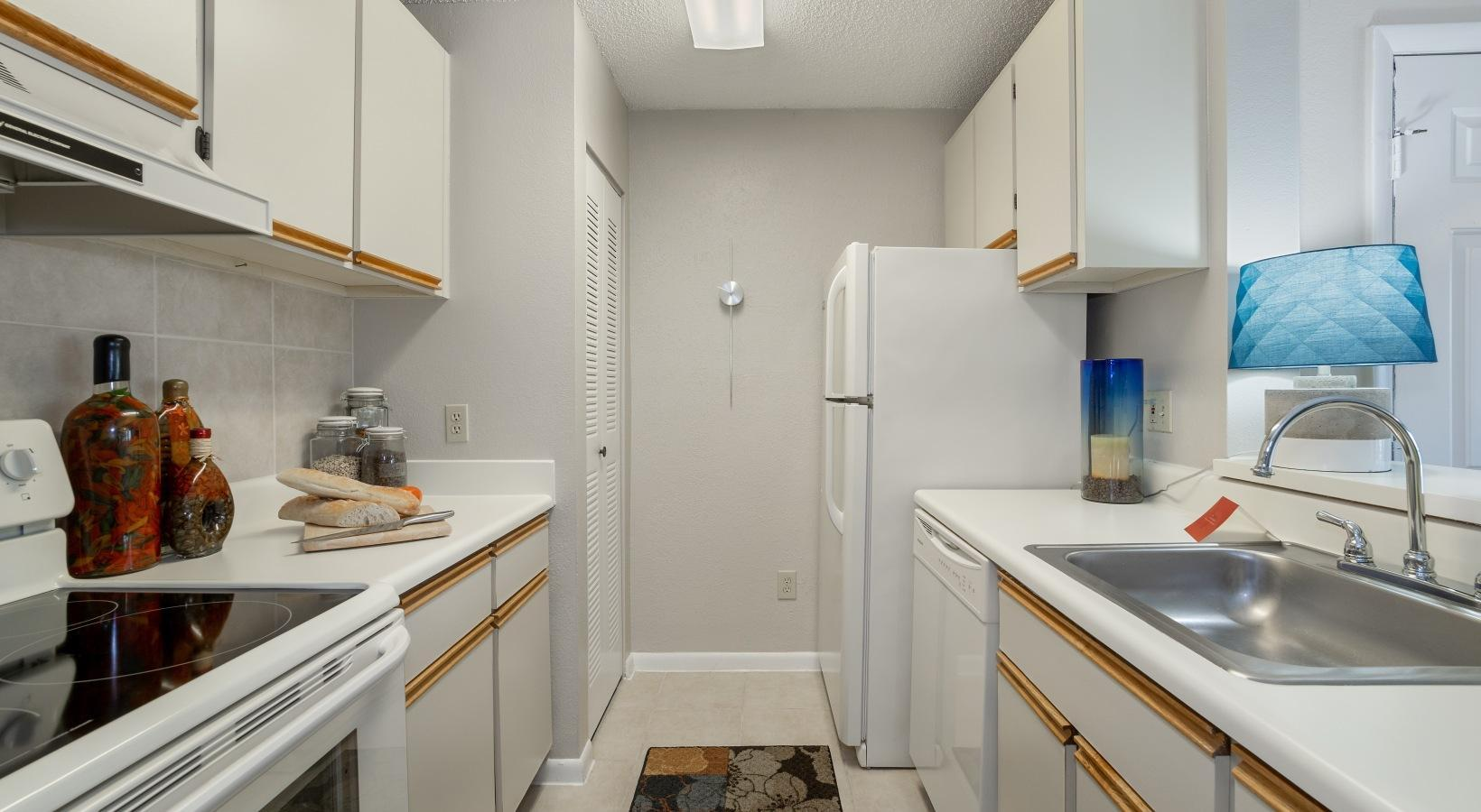 520 Terraceview Cove #17-208, Altamonte Springs, FL - 2,162 USD/ month
