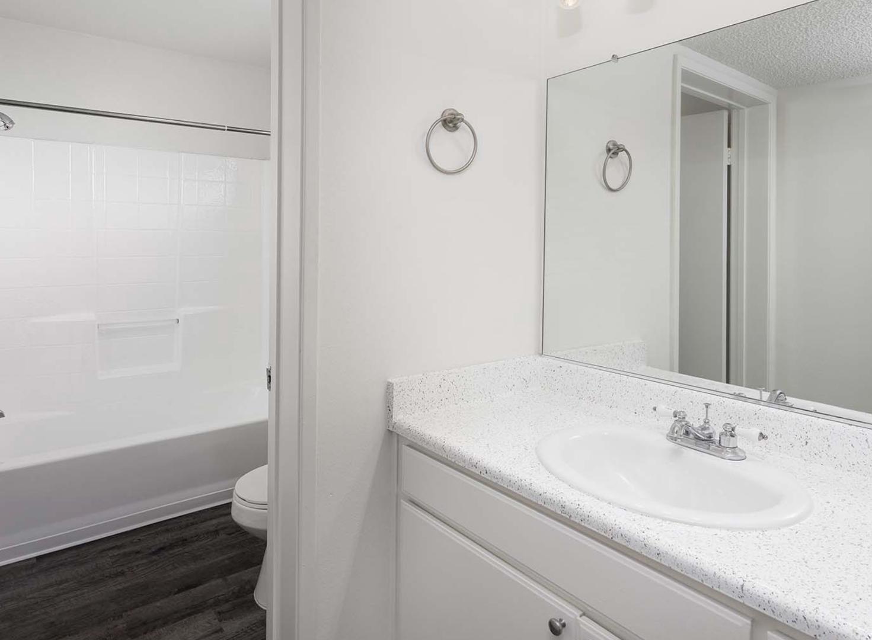 10711 Woodbridge St #201, Los Angeles, CA - 2,750 USD/ month