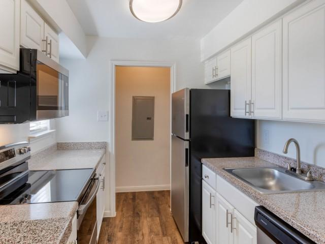 1303 Gears Rd #2124, Houston, TX - 595 USD/ month