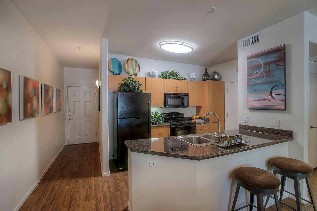 110 W Bell Road #348, Phoenix, AZ - 1,380 USD/ month