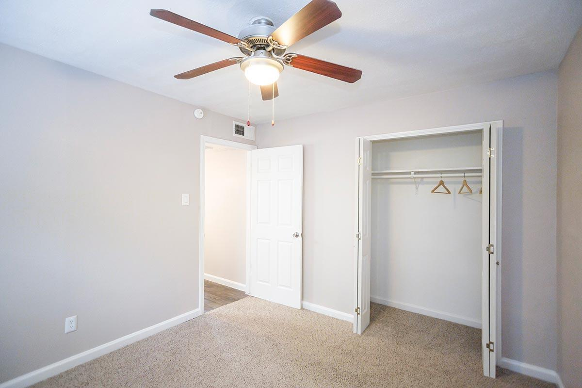 915 Silber Rd #A18, Houston, TX - 750 USD/ month