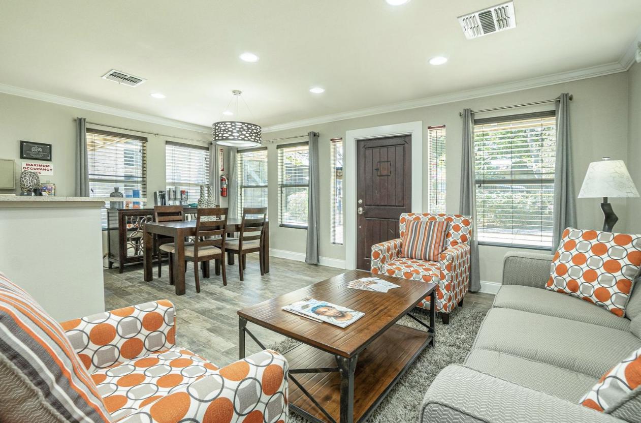 149 Village Green Drive #407, Universal City, TX - 670 USD/ month