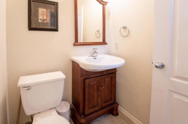 8206 Wayside Crk, San Antonio, TX - 2,300 USD/ month
