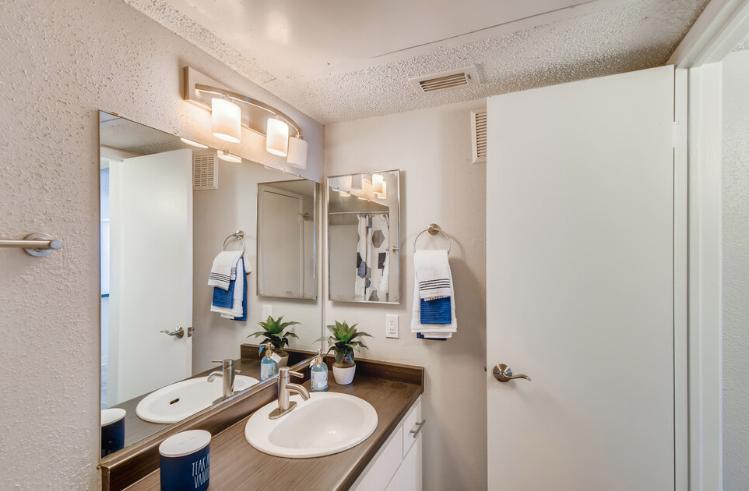 1710 S Gilbert Rd #1001, Mesa, AZ - 1,735 USD/ month