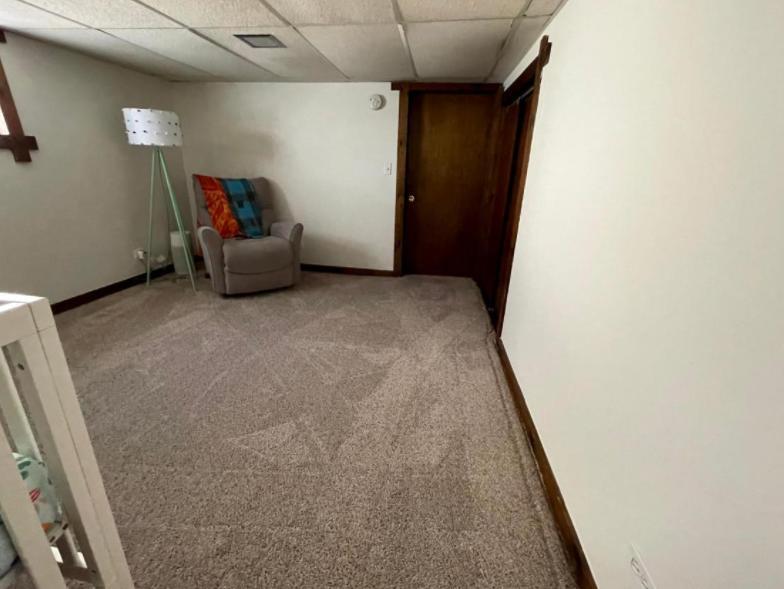 509 Lyon Ave, Wheaton, IL - 2,500 USD/ month