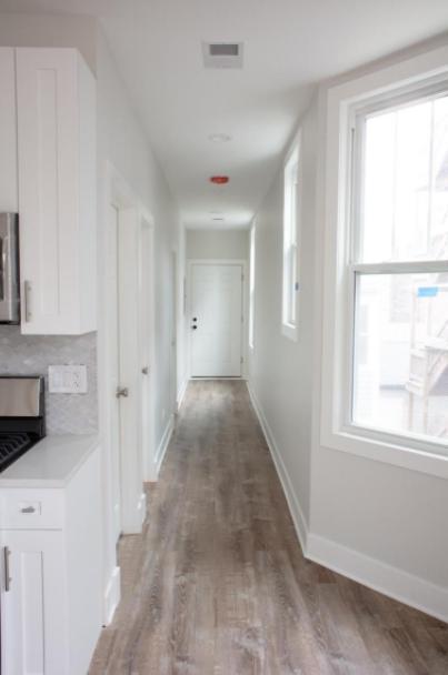 1426 W Henderson St #2, Chicago, IL - 2,800 USD/ month