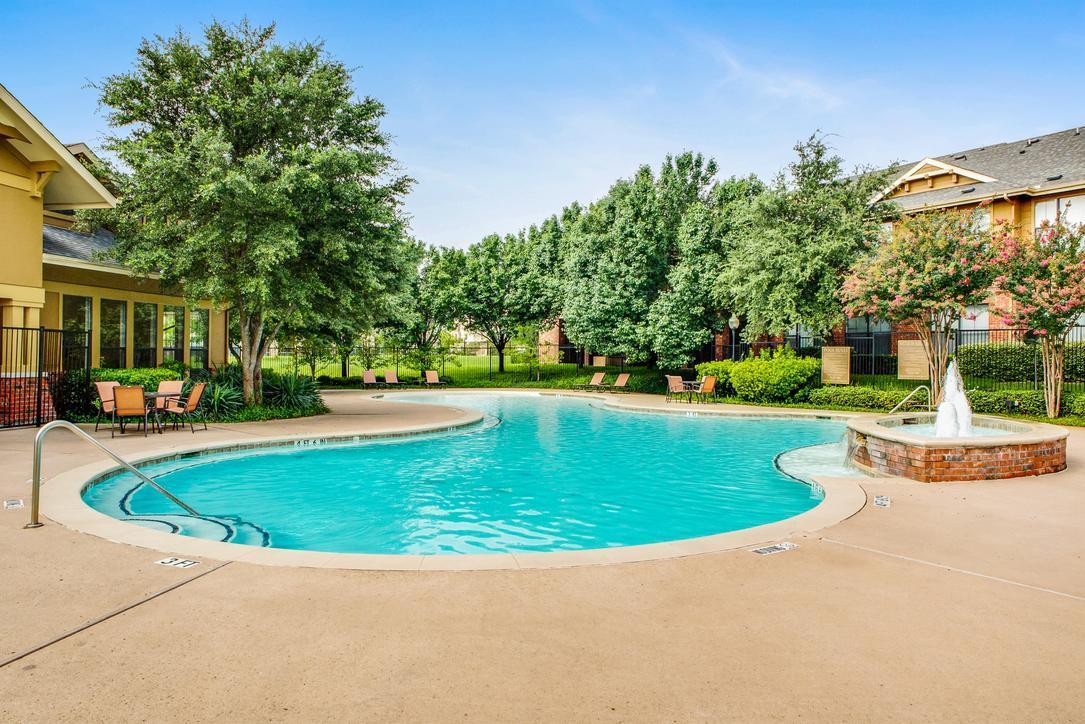 801 S Polk Street #818, Desoto, TX - 1,414 USD/ month