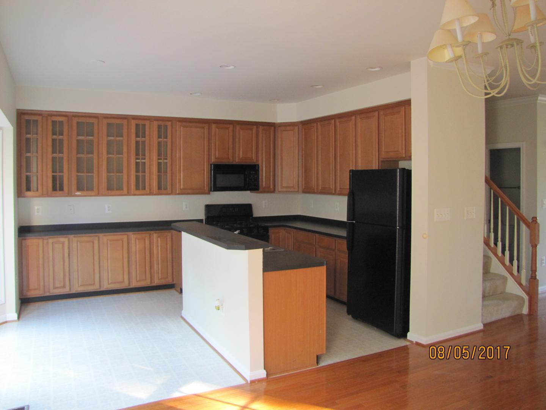 13553 Cedar Run Ln, Herndon, VA - 2,700 USD/ month