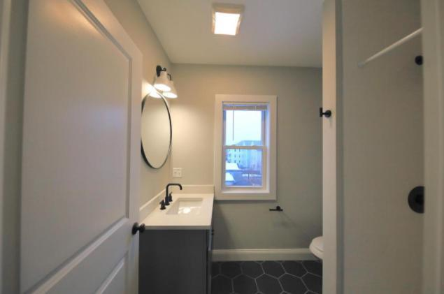 153 Almy St #3, Providence, RI - 2,200 USD/ month