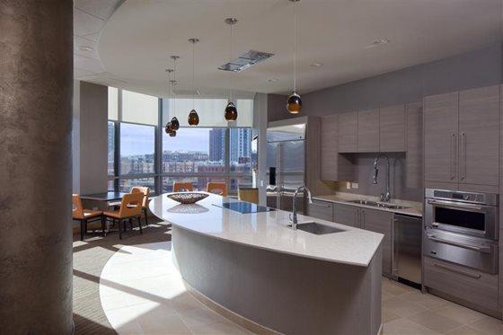 360 W Hubbard St #01-2706, Chicago, IL - $2,882 USD/ month