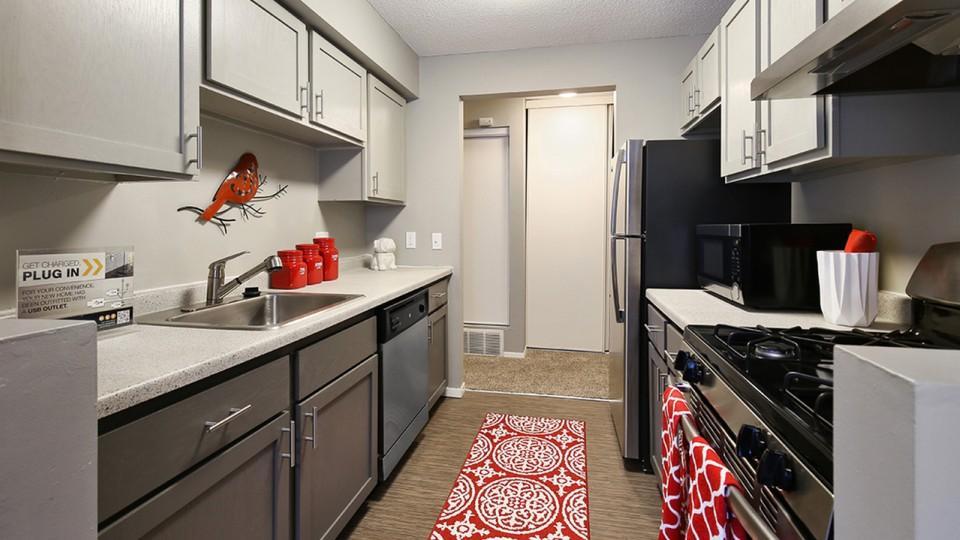 14030 Chestnut Drive #42-3, Eden Prairie, MN - $1,885 USD/ month