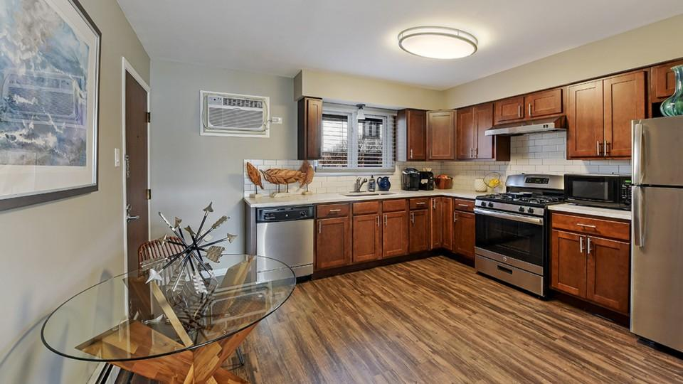 21 58th Street #A07, Clarendon Hills, IL - $1,649 USD/ month