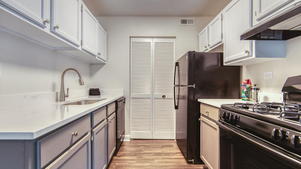 1000 Geneva Rd #21A, St. Charles, IL - $2,216 USD/ month