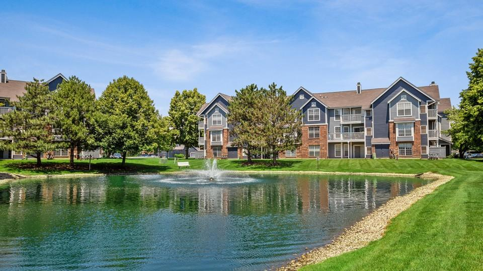 1400 N Oakmont Dr #C42-105, Glendale Heights, IL - $1,335 USD/ month