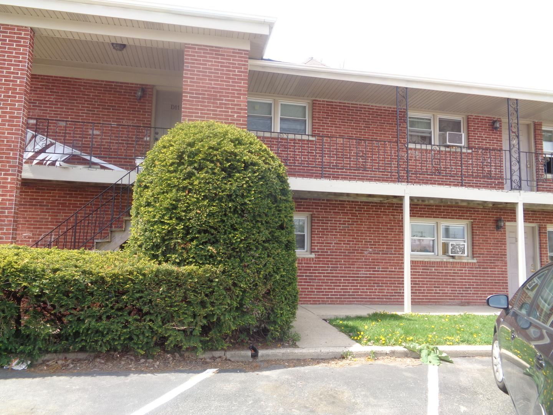 1340 North Main Street #D11, Wheaton, IL - $1,150 USD/ month