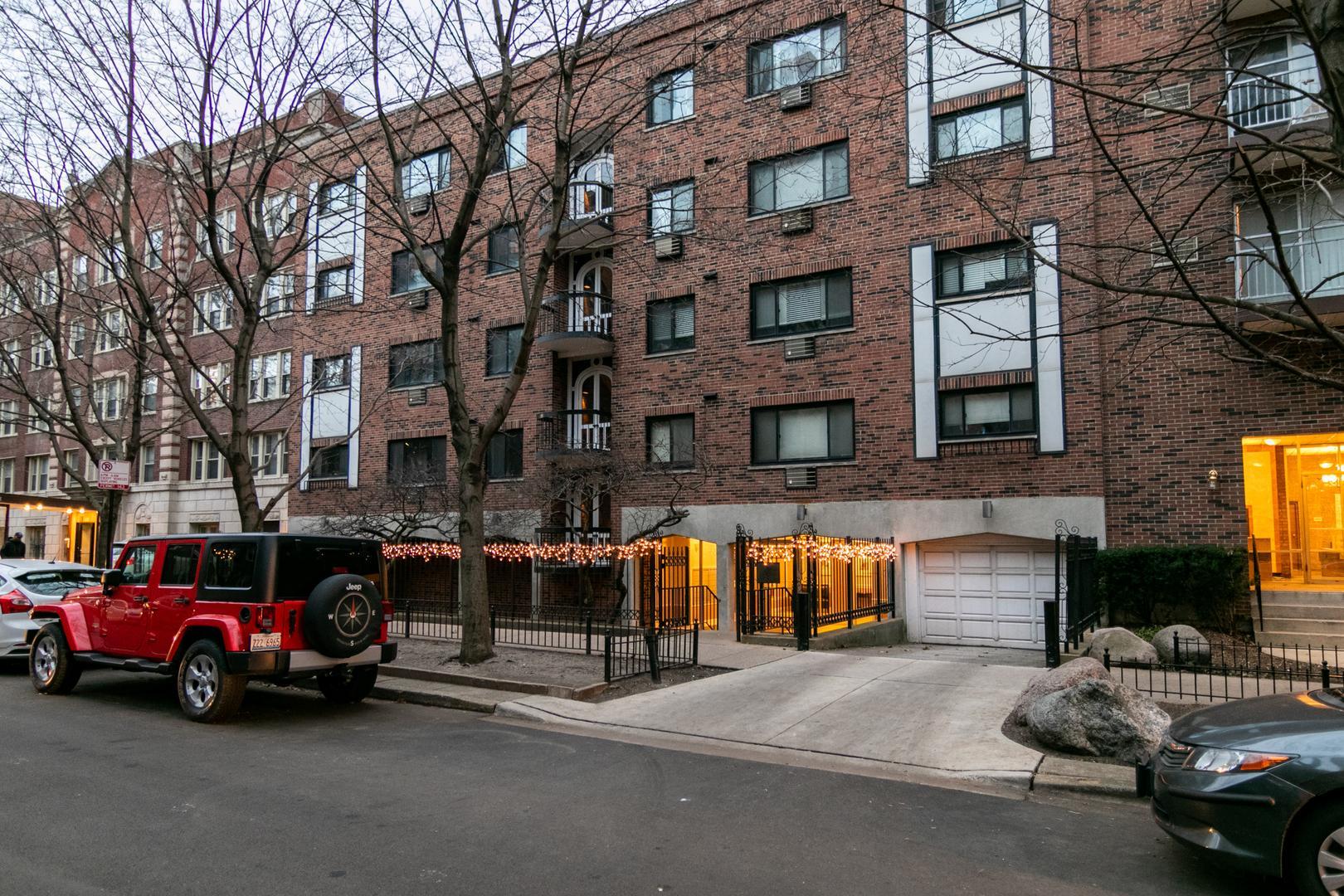 2336 North Commonwealth Avenue #202, Chicago, IL - $2,100 USD/ month