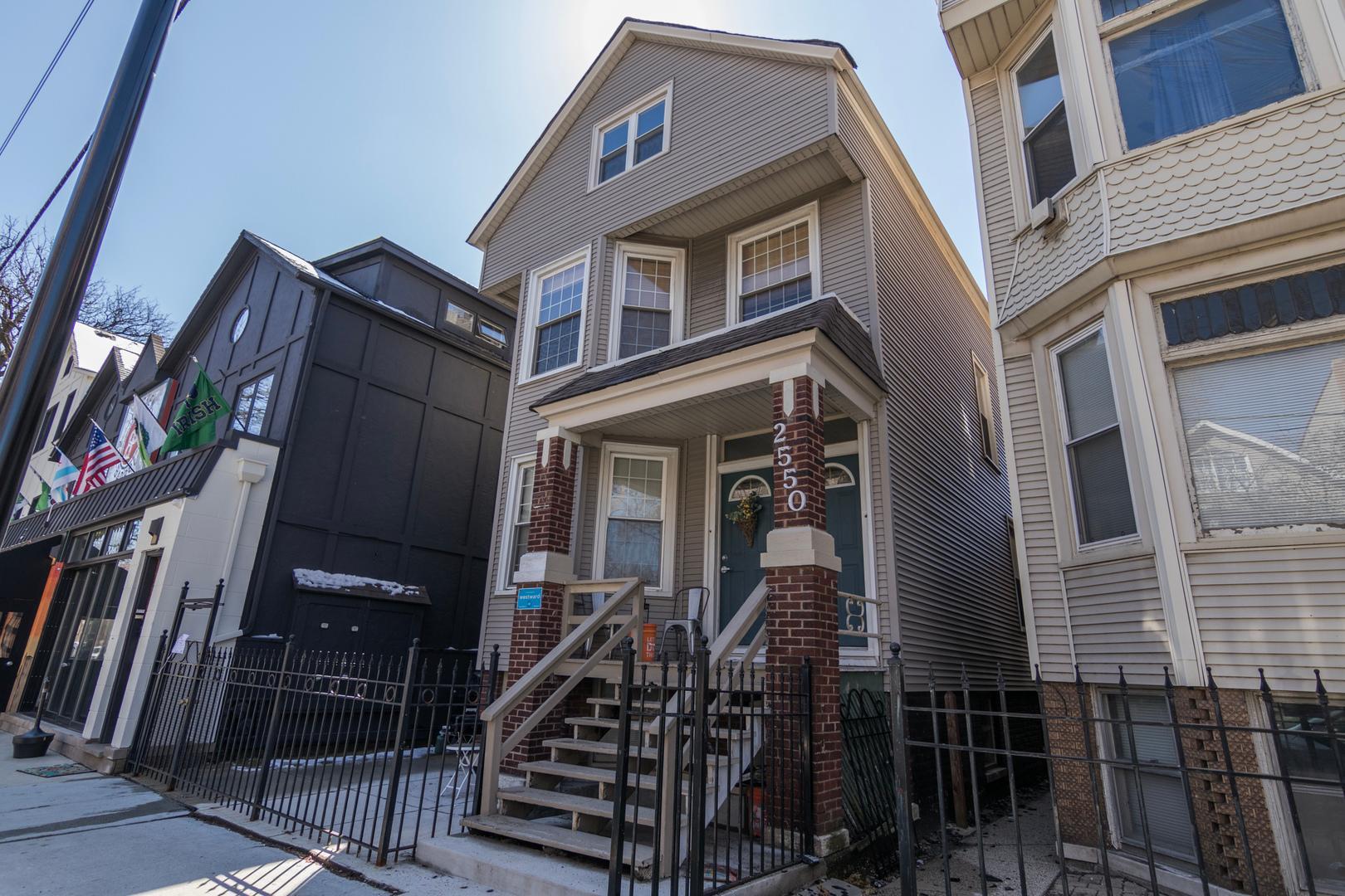 2550 North Southport Avenue #2F, Chicago, IL - 1,550 USD/ month