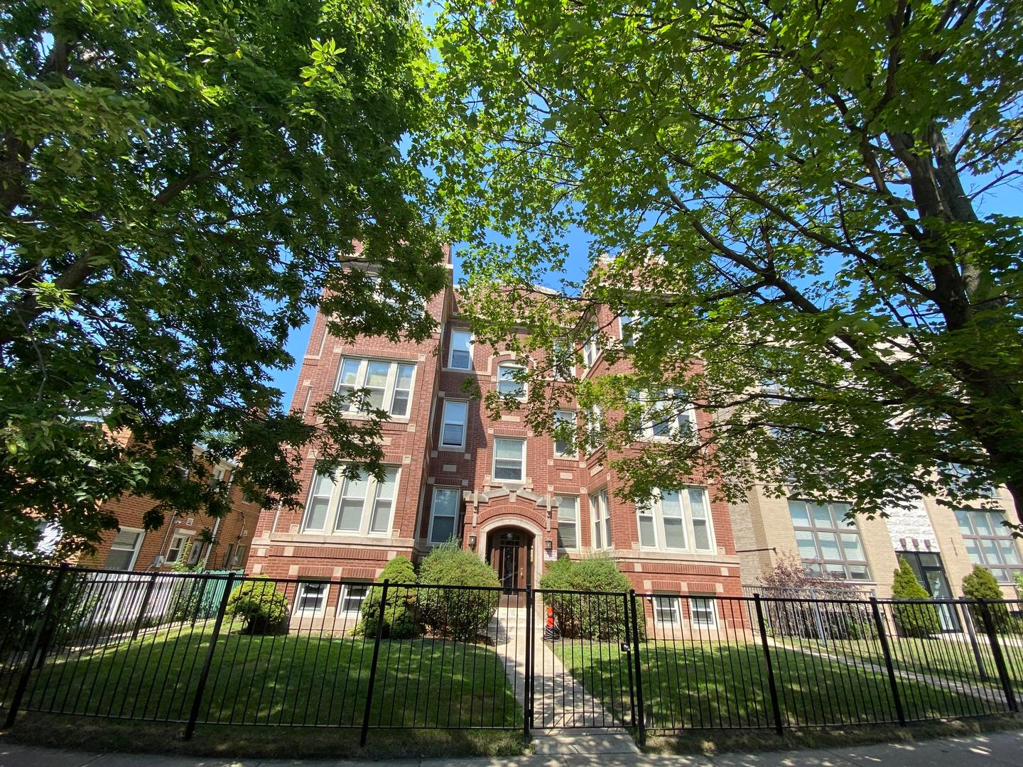 2142 West Touhy Avenue #3W, Chicago, IL - 1,350 USD/ month