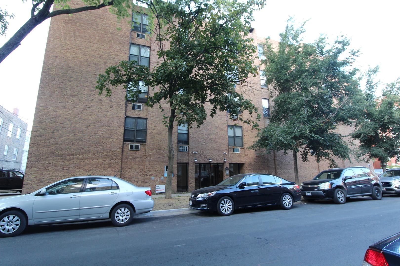 800 West Lill Avenue #103, Chicago, IL - 1,817 USD/ month