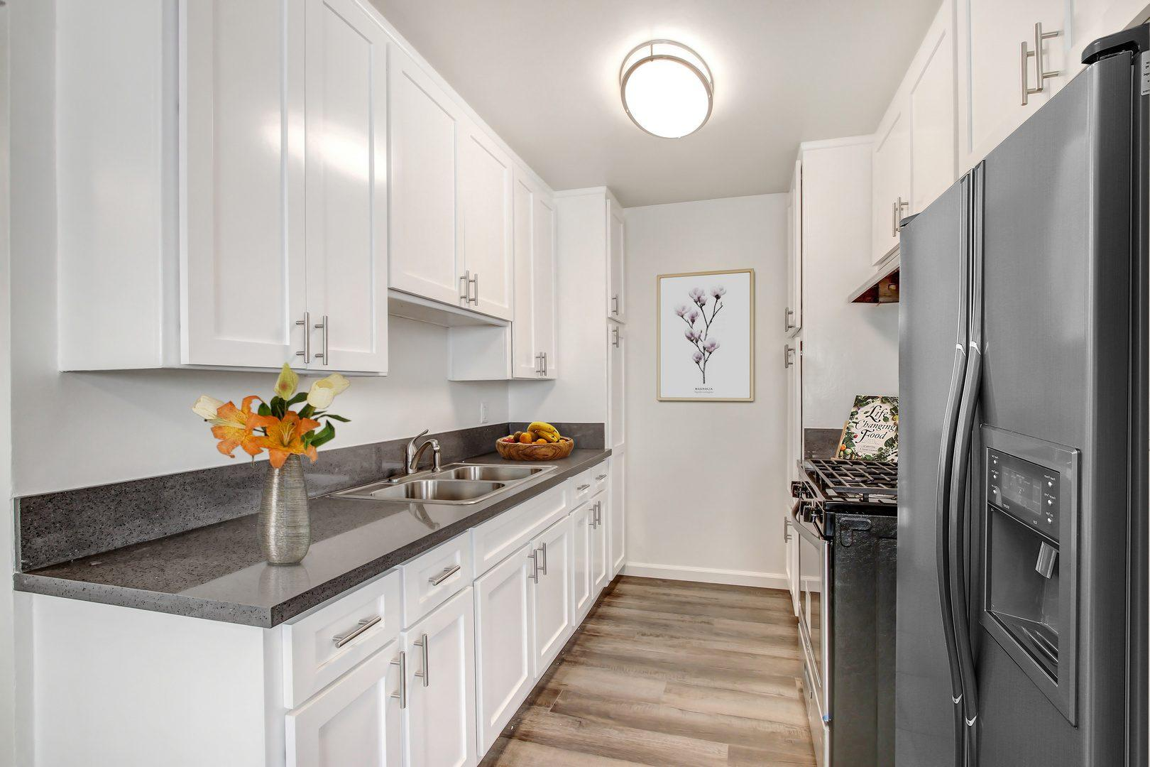15441 Nordhoff St #031, Los Angeles, CA - 2,350 USD/ month