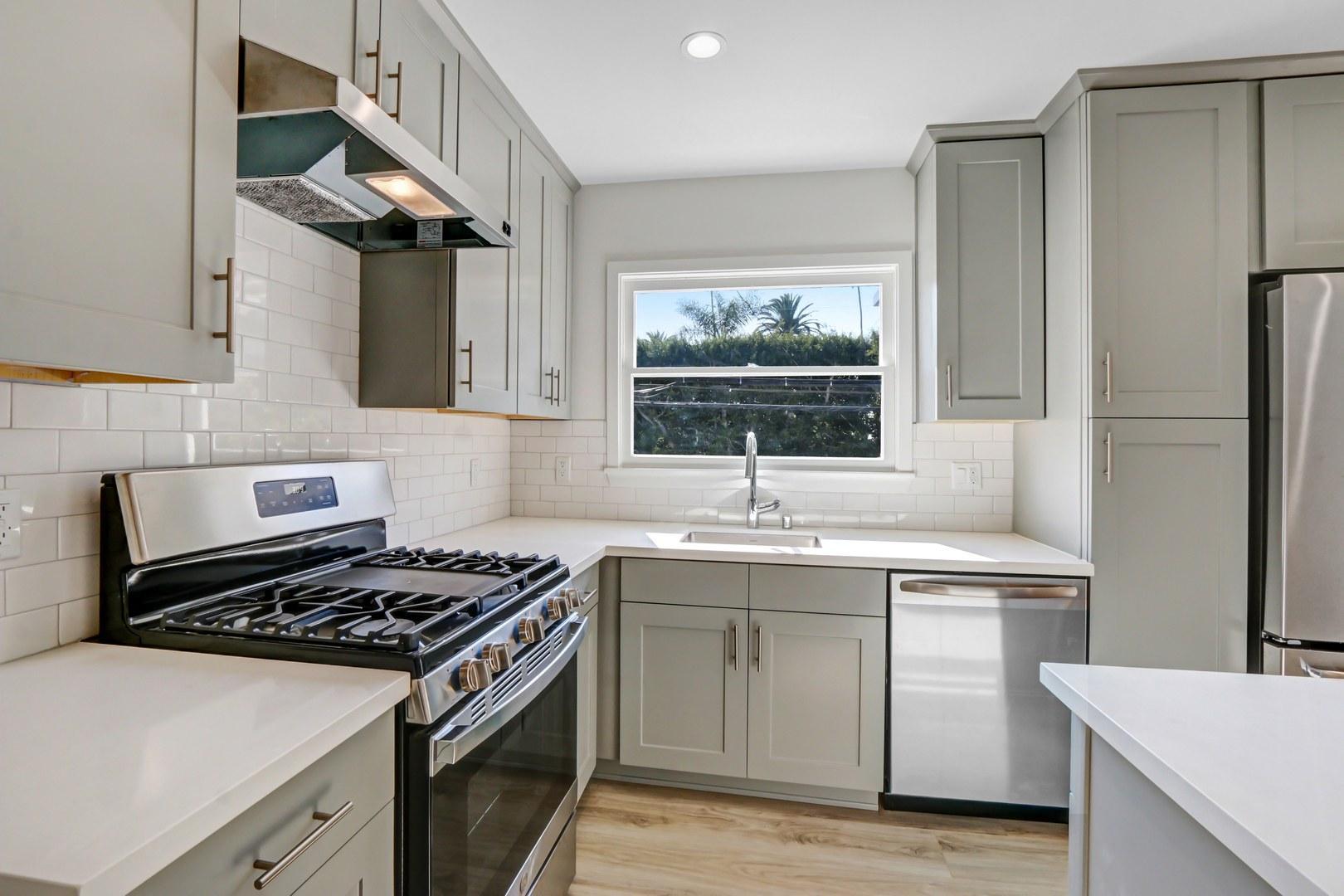 814-818 2nd Street #818-J, Santa Monica, CA - $4,095 USD/ month