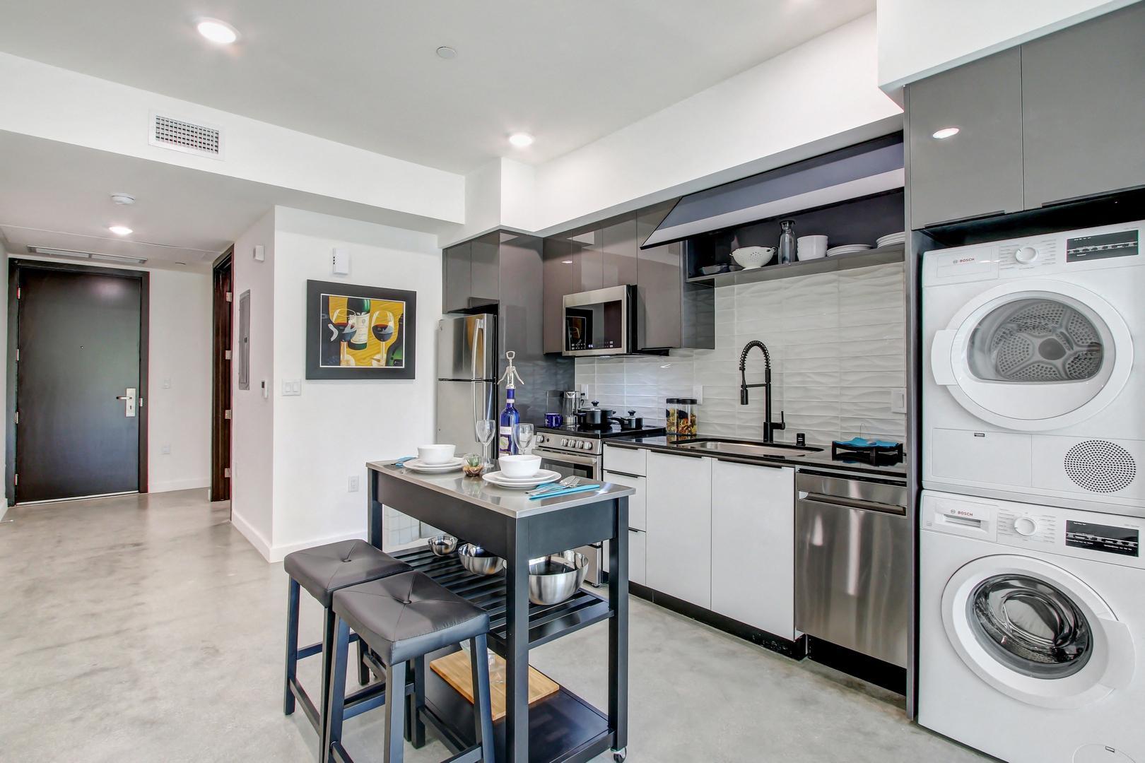 11525 Chandler Blvd #309, Los Angeles, CA - 2,295 USD/ month