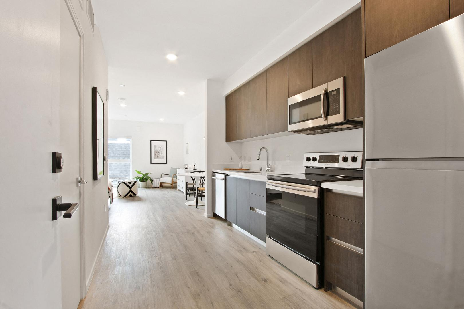400 South Catalina Street #203, Los Angeles, CA - 3,208 USD/ month