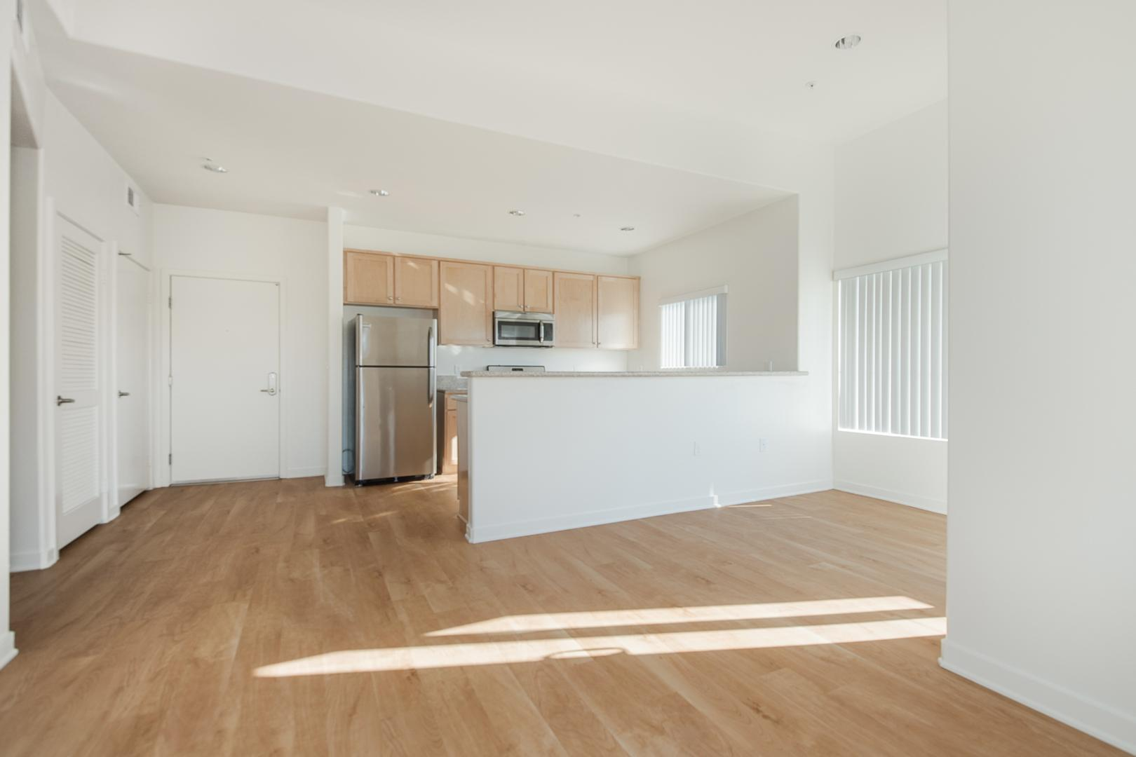 401 South Grand View Street #303, Los Angeles, CA - 2,650 USD/ month