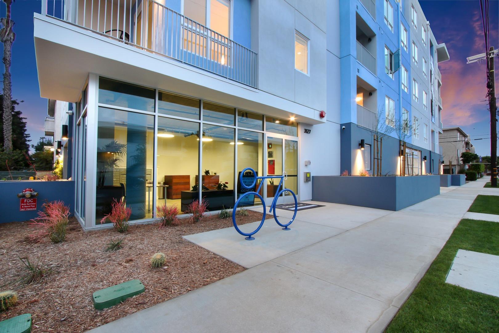 3827 Frances Avenue #404, Los Angeles, CA - 3,450 USD/ month