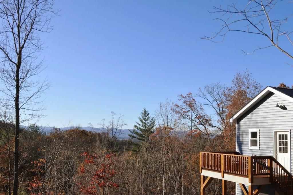 258 Old Home Rd, Asheville, NC - 2,000 USD/ month